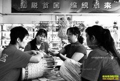 山西广灵县:玉米叶手工编织工艺品成农民脱贫致富好项目