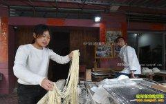 福建南安女大学生郭炜兰返乡卖面条月营业额超6万元