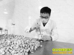 """浙江仙居县蒋雨舟把家乡的豆腐酱做成""""网红酱"""""""