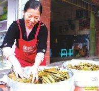 四川泸州胥国群手工做黄粑一天要赚200元